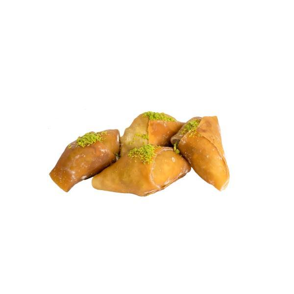 Bastiq with pistachios